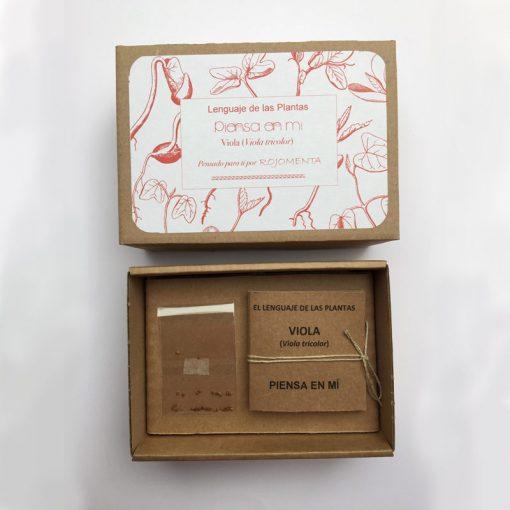 """Caja de semilla de viola con mensaje de """"Piensa en mi"""""""